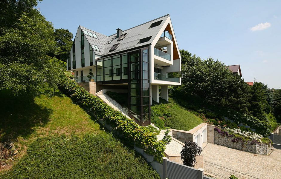 main challenges of constructing your dream house on a slope